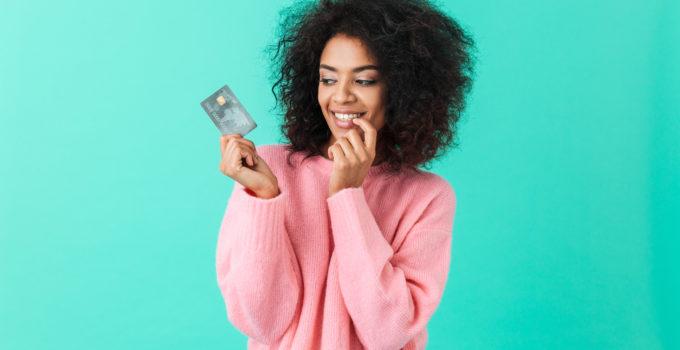 femme carte bancaire