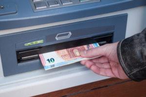 Retrait billets euro distributeur